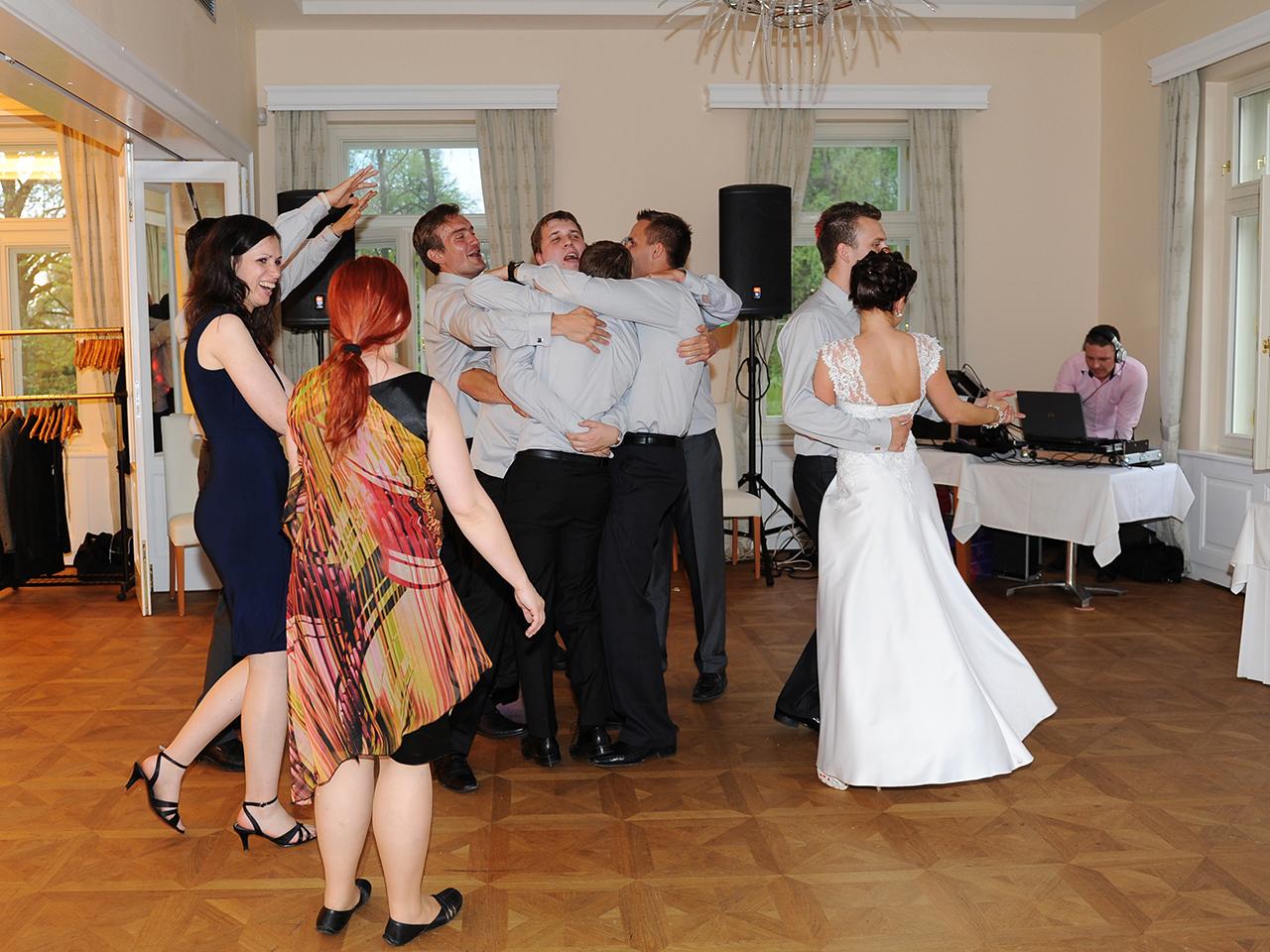DJ na svatbu reference