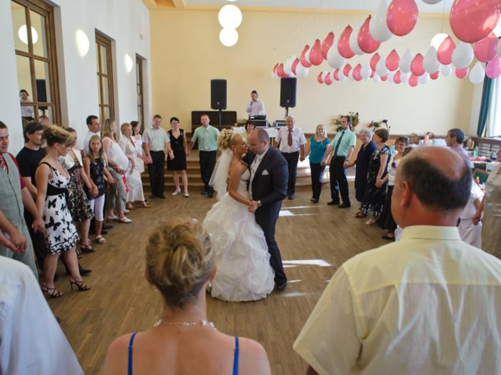 Dj na svatbu písničky na první tanec