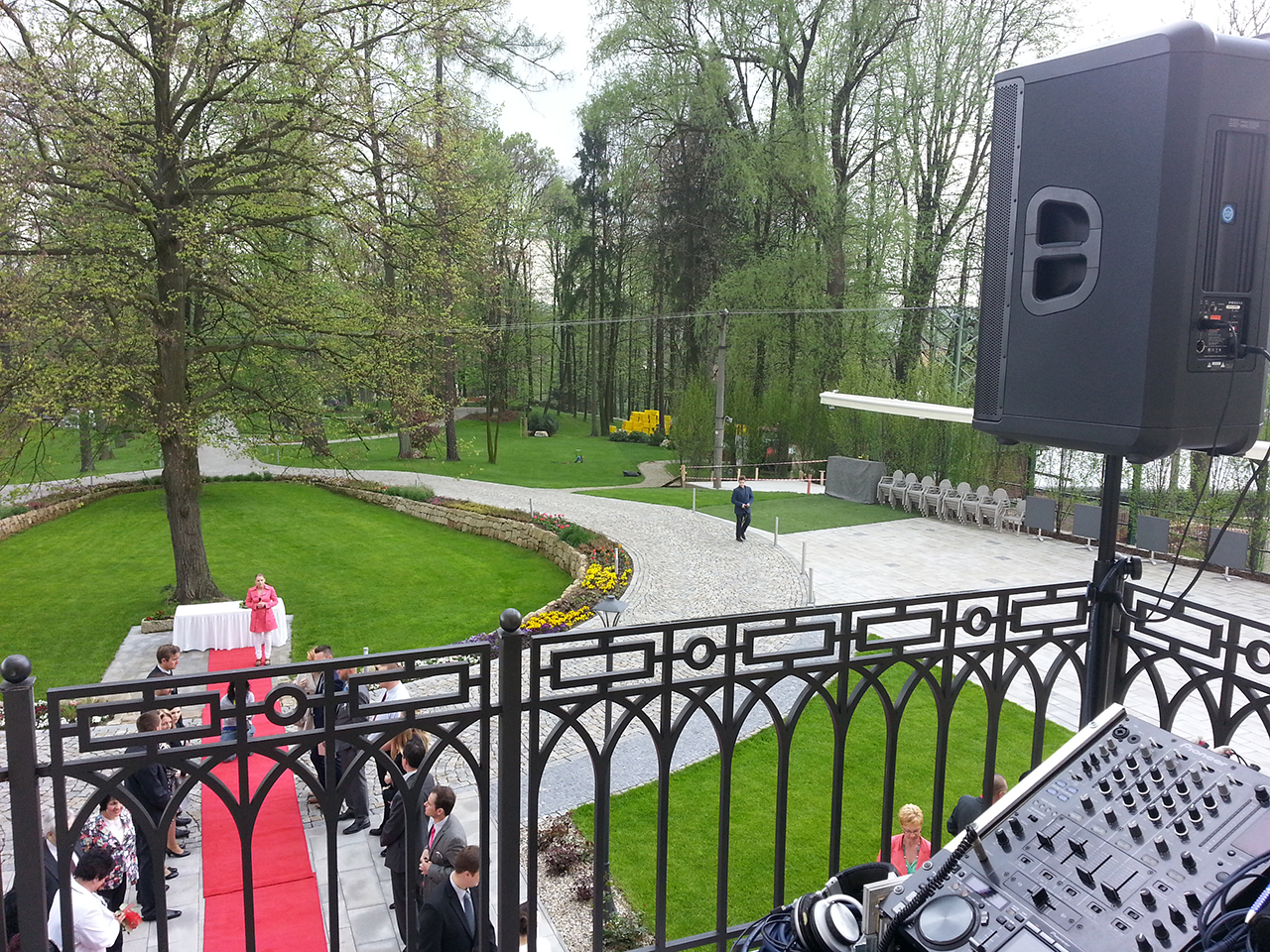 Dj na svatbu ozvučení obřadu Zámeček Petrovice u Karviné